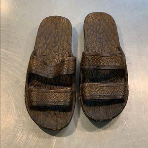 Like new Pali Hawaii sandals